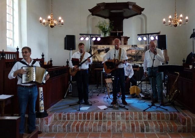 The Old Times Skifflers in de kerk van Nuis